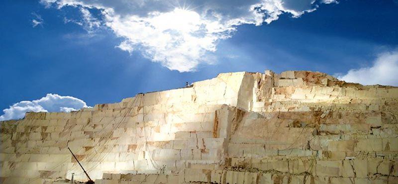 Monte Coto: La cantera del mármol Crema Marfil
